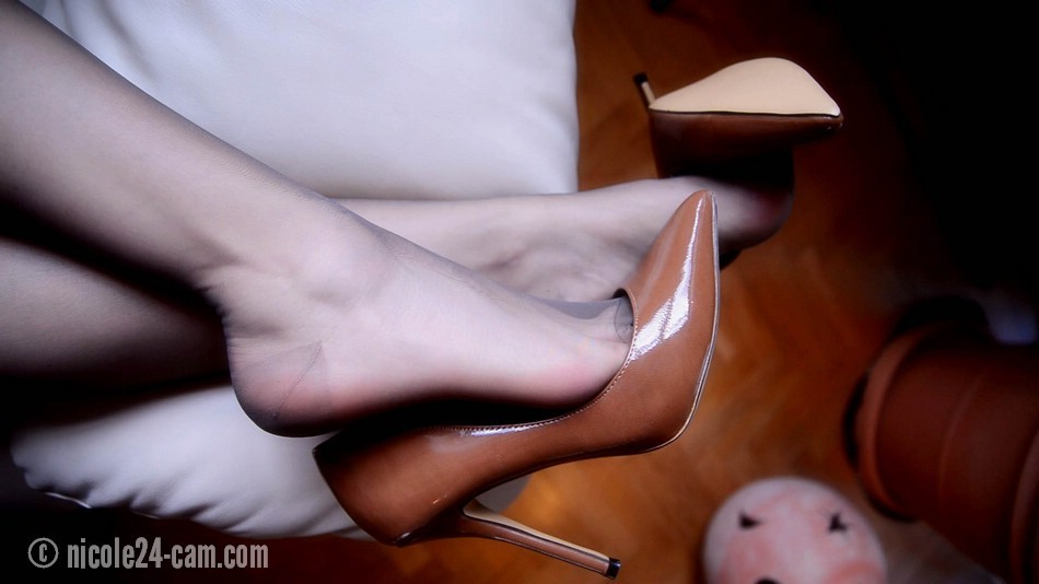 Sexy Smooth Pantyhose Teasing You 28