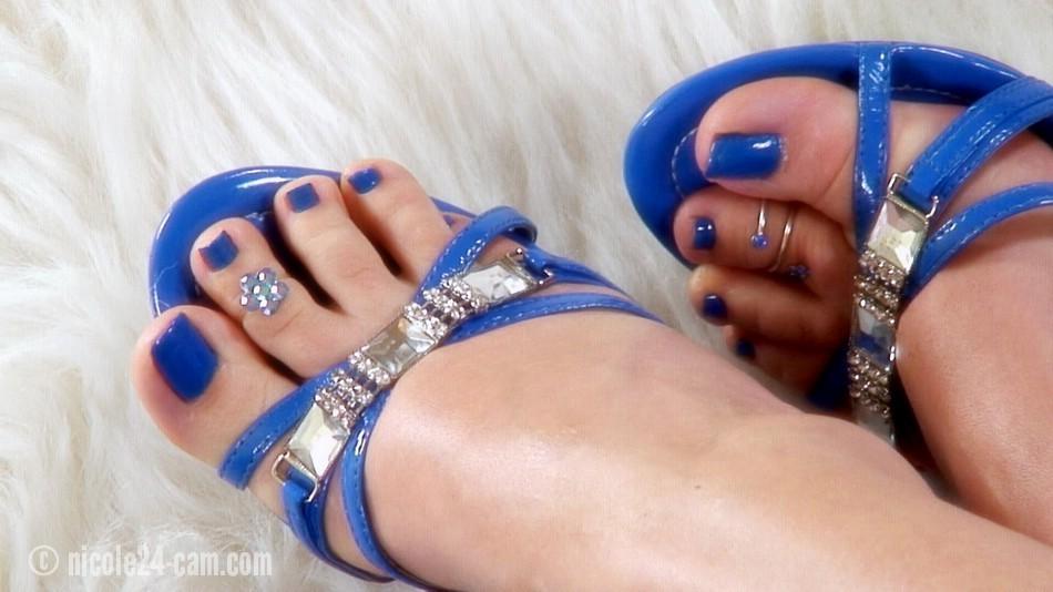 Blue painted toes footjob