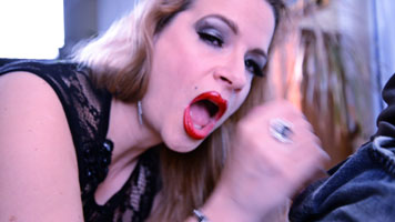 Lipstick Blowjob video in Pantyhose