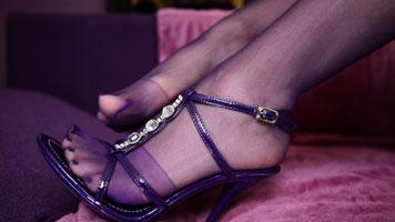 Sexy Blondine in Nylons und High Heels